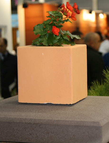 Бетонная ваза Куб малый 180х180х180 (черный)