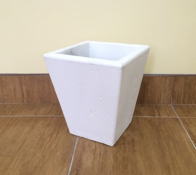 Бетонная ваза Пирамида малая 330х315х200 (белый)